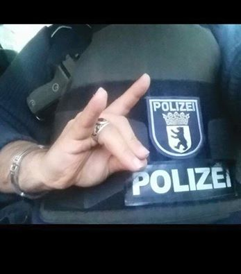 Graue Wölfe Polizei Selfie