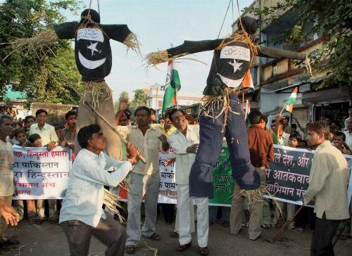 Indians vent rage on Islamic effigy